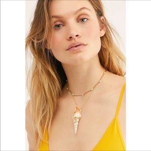 NWT Free People Lagoon Layer Shell Necklace